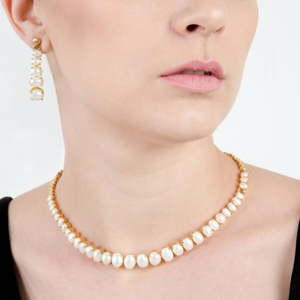 Elongated Pearl Necklace with Earrings